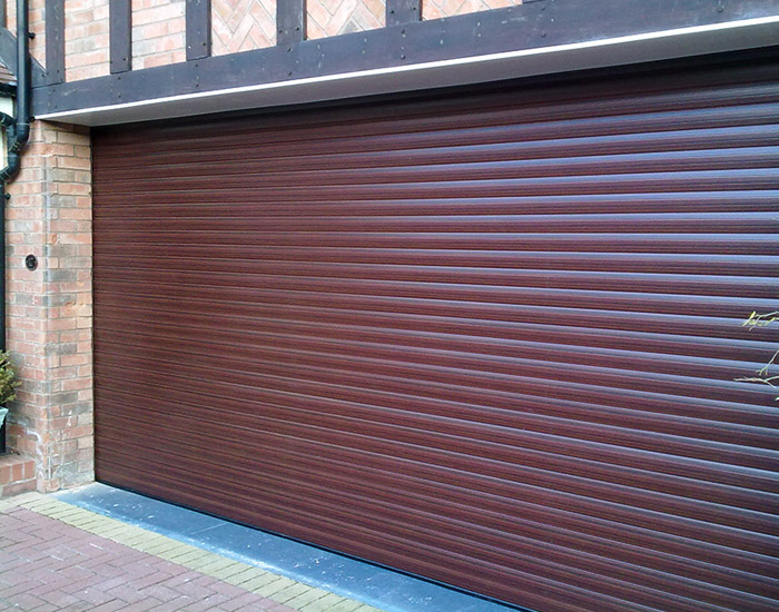 woodgrain-garage-door-feature